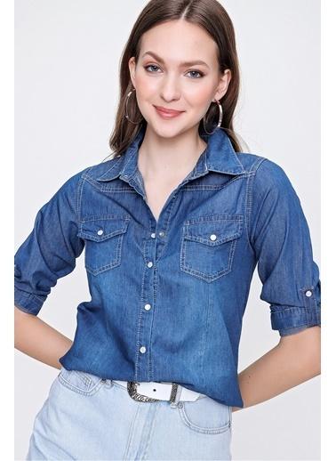 Butikburuç Kadın Koyu Mavi Çıtçıtlı Kot Gömlek Mavi